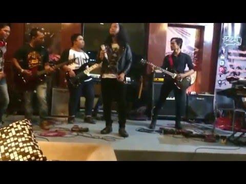 Dennis Leon & Delta Band - Panggung Sandiwara (Godbless Cover)