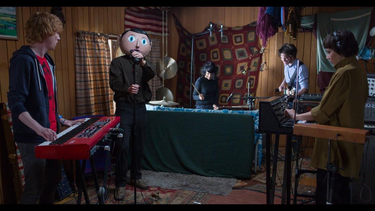Frank, una pelicula sobre instrumentos musicales y musicos