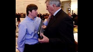 Arkansas Gov Pardons His Son For Drug Crimes
