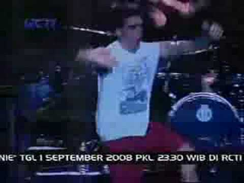 new found glory  hold my hand  at jakarta jam 2008