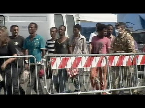 Italy: Navy brings 1,500 migrants ashore in Salerno