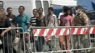 Italy: Navy brings 1,500 migrants ashore in Salerno