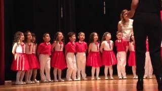 Naz Tokgöz Anaokulu yıl sonu gösterisi: Bir fidan dikerken, bir çiçek açarken şarkısı