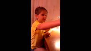 видео Бумажная гусеничка и змейка. Забавные игрушки⋆Детский мир