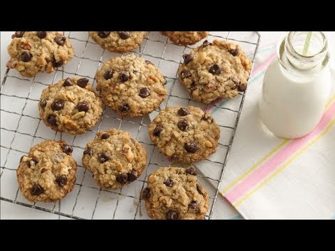 Oatmeal-Chocolate Chip Cookies | Betty Crocker Recipe