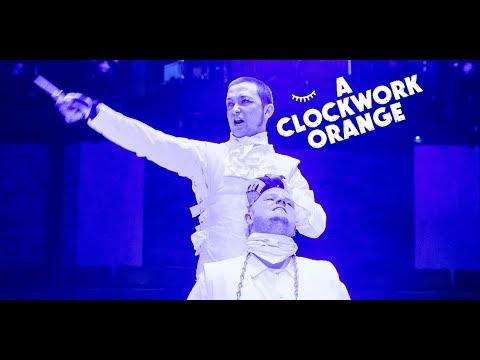A Clockwork Orange // reviews trailer