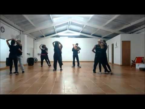 Bachata en Son de Timba Dance Studio- Soberbio Romeo Santos - YouTube f88de97e15d