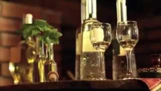 Официальное видео - Вино и национальная кухня Болгарии 2014(Самое новое и очень интересное видео о традициях в виноделии и национальной кухни Болгарии. Почувствуйте..., 2014-04-14T13:55:21.000Z)