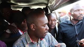 Chamisa joins Kombi  passengers gets conversation at Highglen