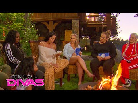 Nikki Bella reads a poem: Total Divas,...