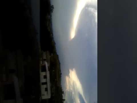 Sorprendente nube de hongo sobre un poblado, Guadalajara Mexico