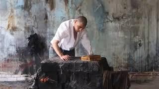 اجرای پرفورمنس آرت جنجالی «کابوسمان پابرجاست» توسط هنرمند آذربایجانی در اردبیل
