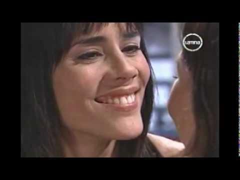 URSULA: Beso entre chicas