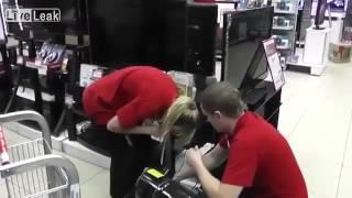 Прикольный розыгрыш! Блондинка закачивает плазму в плазменный телевизор!