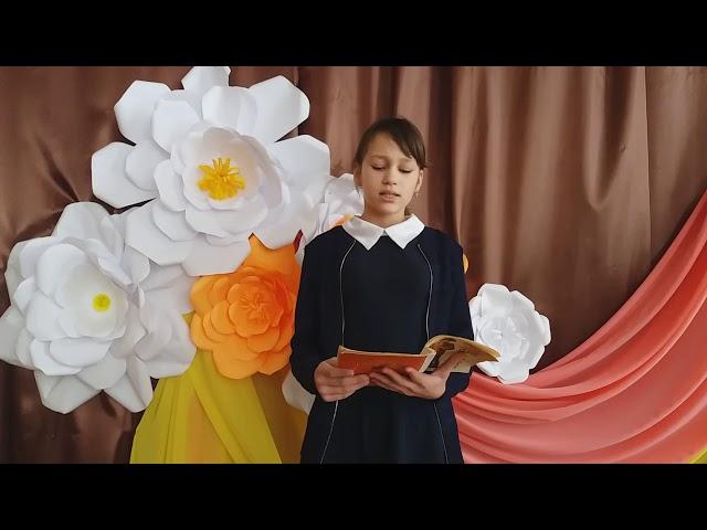 Изображение предпросмотра прочтения – АннаРожкова читает произведение «Что такое хорошо и что такое плохо» В.В.Маяковского