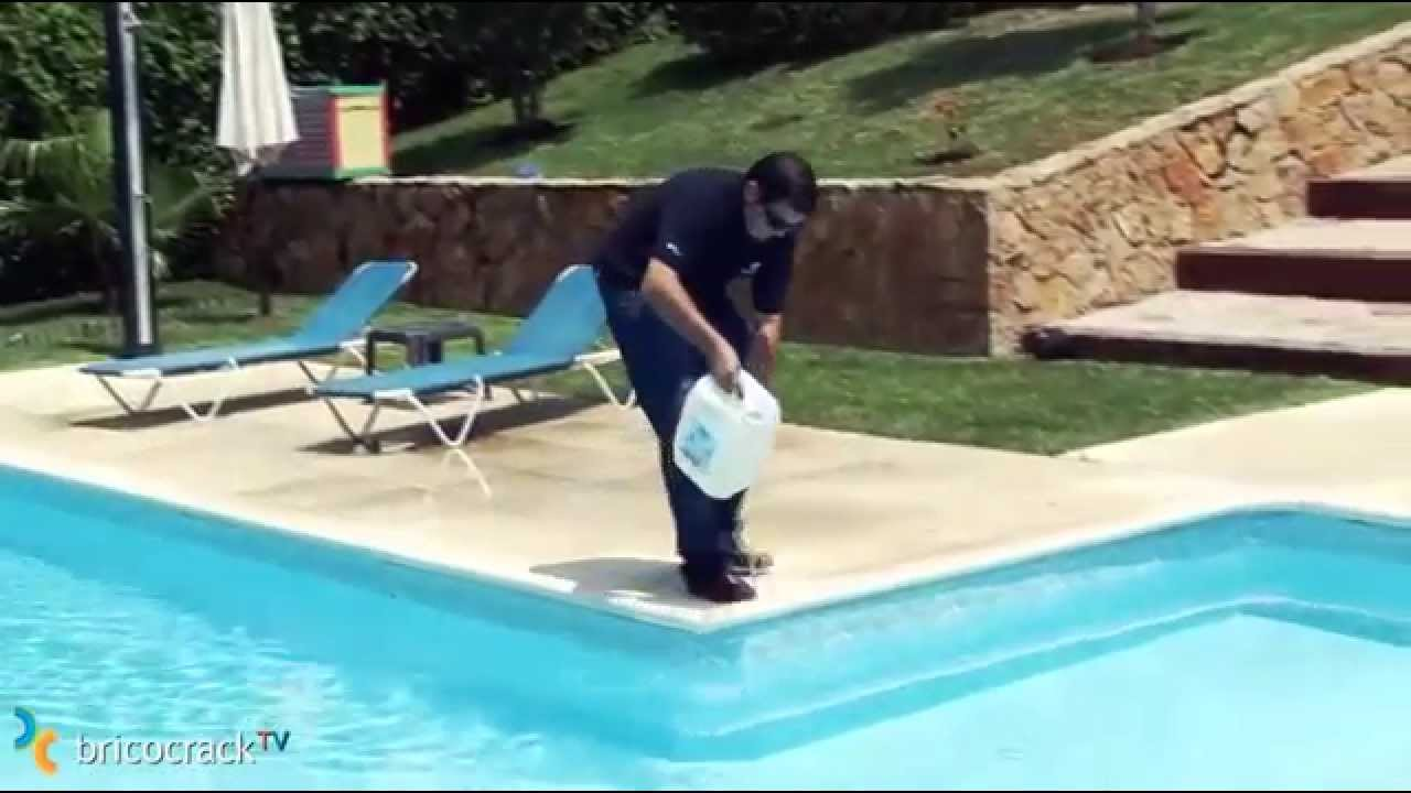 C mo mantener tu piscina youtube for Como gunitar una piscina