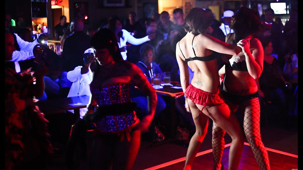 смотреть как развлекаются в ночных клубах