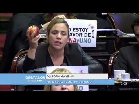 Con una manzana chilena, Soria increpó a Peña por los productores