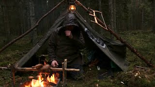 Caught in a St๐rm - 4 days solo bushcraft, camping in heavy rain, portable wood stove, canvas tent