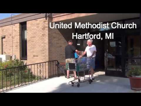 Izzys Lemon Aid visits the Hartford, MI Food Pantry