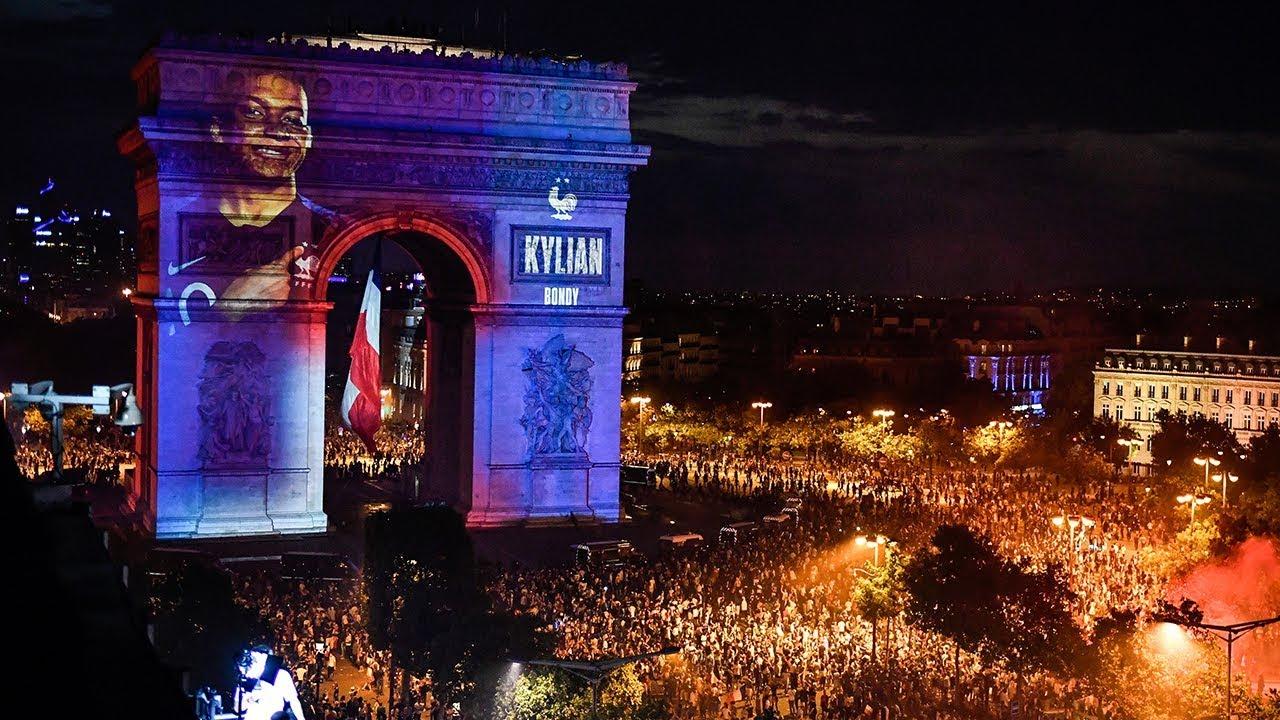 Coupe du monde 2018 : les visages des champions du monde sur l'Arc de Triomphe