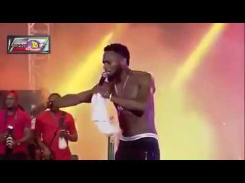 D'banj Stops His Performance To Rescue An Assaulted Fan (video)