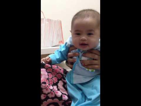Adelia 4 months ketawa