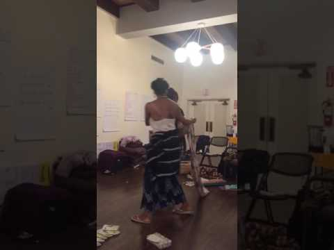 Demo of African style baby wearing with Momma Estrella!