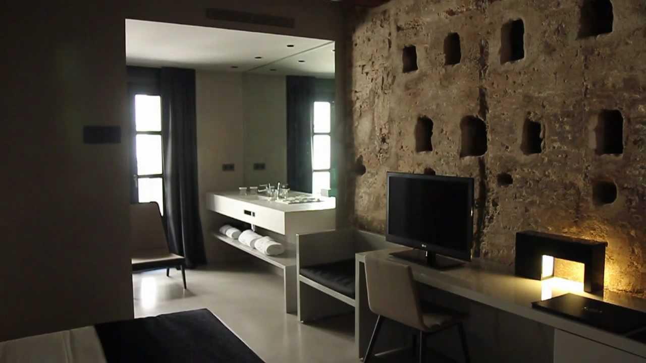 Habitaci u00f3n 03   La habitaci u00f3n de la muralla    Caro Hotel (Valencia, Espa u00f1a)   YouTube