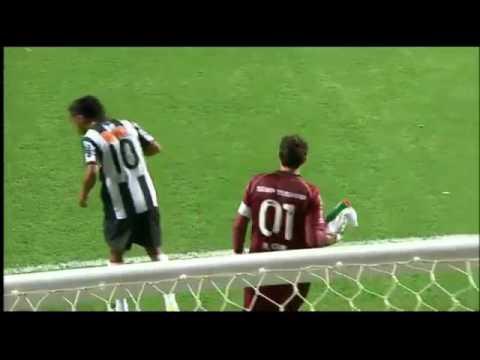 Ronaldinho Gaucho   10 Lances Marcantes no Atletico Mineiro!