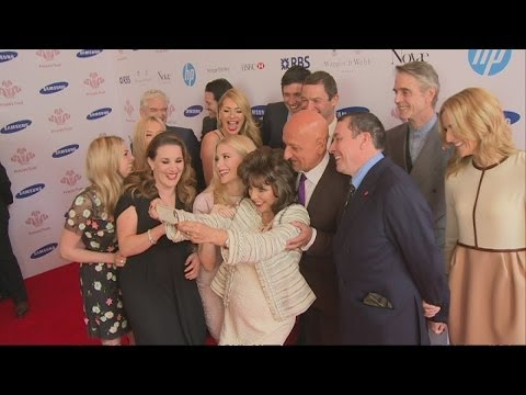 SELFIE FAIL: Joan Collins attempts to mimic Oscars selfie at the Prince's Trust Awards