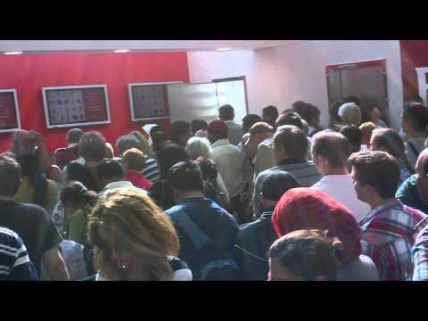 Emirates Fog Delay Queue at Dubai Airport - An example of poor customer service.