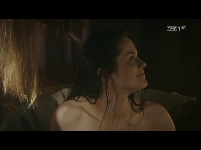 """""""Korona królów"""" – Kąpiel Cudki – scena z odc. 23"""