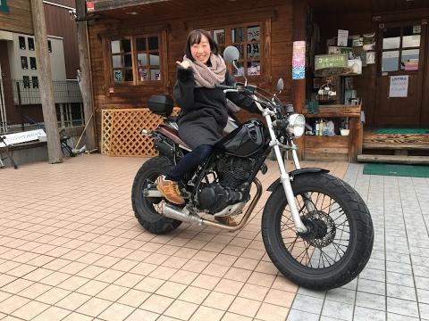 素敵な女子ライダー スマップ木村拓哉で有名なTW ヤマハ・TW TW225 YAMAHA TW キムタク SUPERTRAPPサウンドを聞け