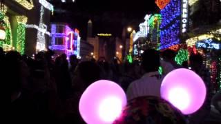 "Osborne Family Spectacle of Dancing Lights 2013 - ""Feliz Navidad"" Glow with the Show"