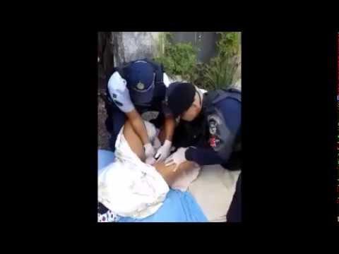 رجال الامن يجرون عملية ولادة في الشارع العام - الصنارة