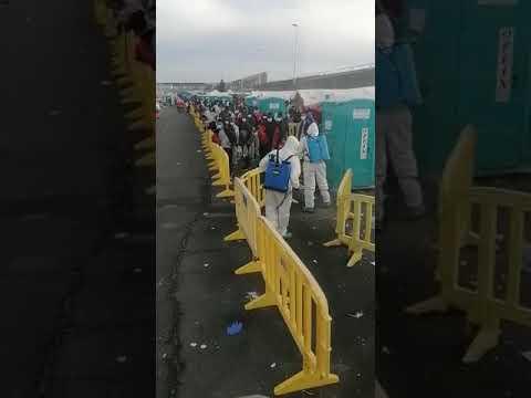 Más de 1.700 inmigrantes se encuentran hacinados en Arguineguín.