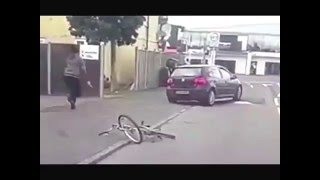 Cyclist deliberately hit by car gets revenge