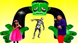 Download Emma Pretend Play Going to Scary Halloween Maze for Kids Mp3 and Videos