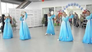 Танец корейских девушек:)