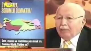 Erbakan Hoca, Sevr haritasını göstererek \Uyanın Bölünmek istiyorsan AKPye oy ver\ diye uyardı.