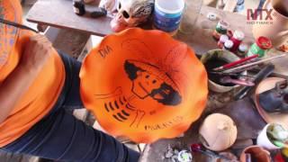 Artesanos de Tixtla elaboran calaveras y calabazas de barro