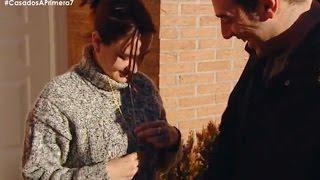Gloria regala a Salva el símbolo de Sinsajo - Casados a Primera Vista