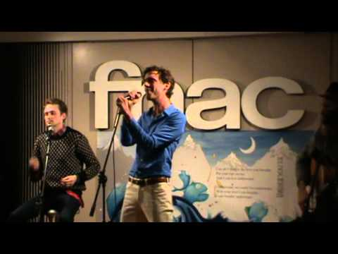 2) Mika GRACE KELLY acoustic live @ FNAC Milano 29.11.2012