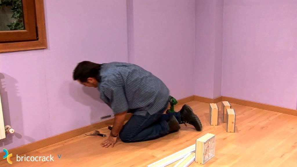 Adaptar o retirar el rodapi o z calo bricocrack youtube - Revestir pared con madera ...