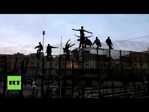 Spain: Hundreds of migrants storm Melilla border