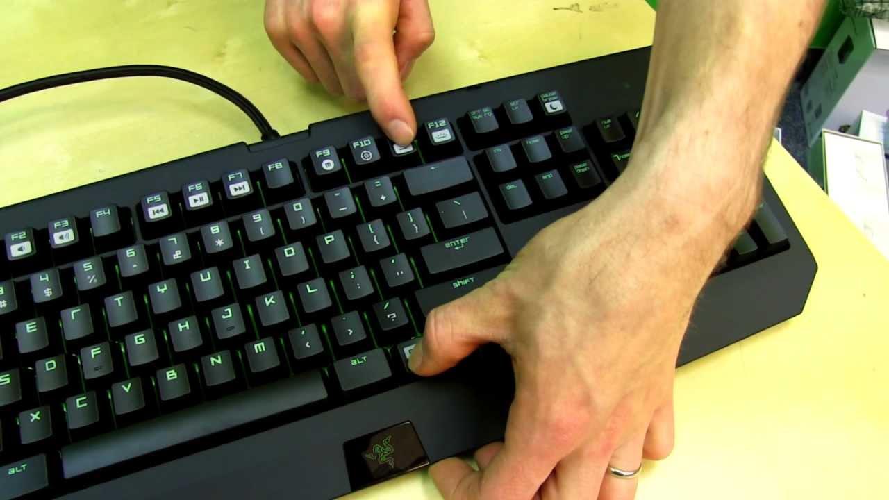Razer Black Widow Ultimate 2013 Mechanical Keyboard Unboxing First Look Linus Tech Tips
