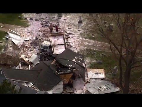 شاهد: شاحنة تهدم منزلا من 3 طوابق  - نشر قبل 60 دقيقة