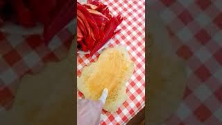 Готовим неострый соус (аджика) из острого перца. 5 - всё почистили, перемалываем все в мясорубке.