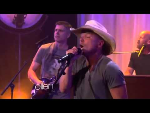Kenny Chesney Performs 'Pirate Flag'2693